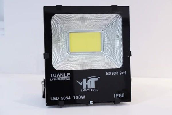 Đèn pha LED 100W tiết kiệm điện năng hiệu quả