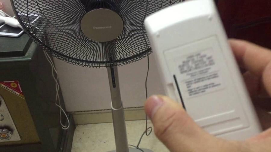 Quạt đứng Panasonic tích hợp điều khiển từ xa bằng remote