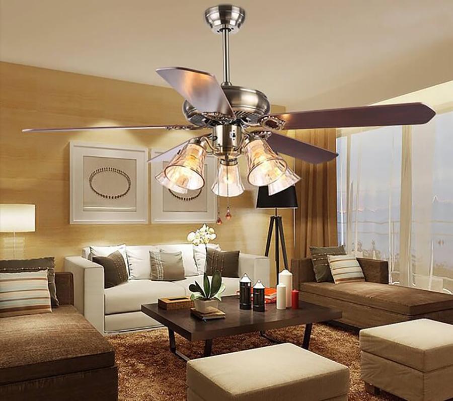 Quạt trần có đèn chùm Panasonic tăng vẻ sang trọng và cổ điện cho căn phòng